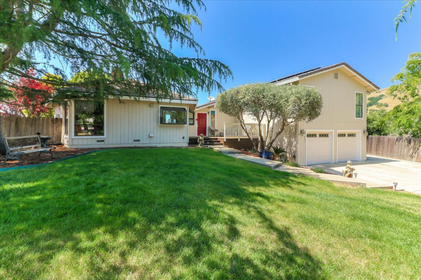 Property for sale at 15690 Oakridge CT, Morgan Hill,  California 95037