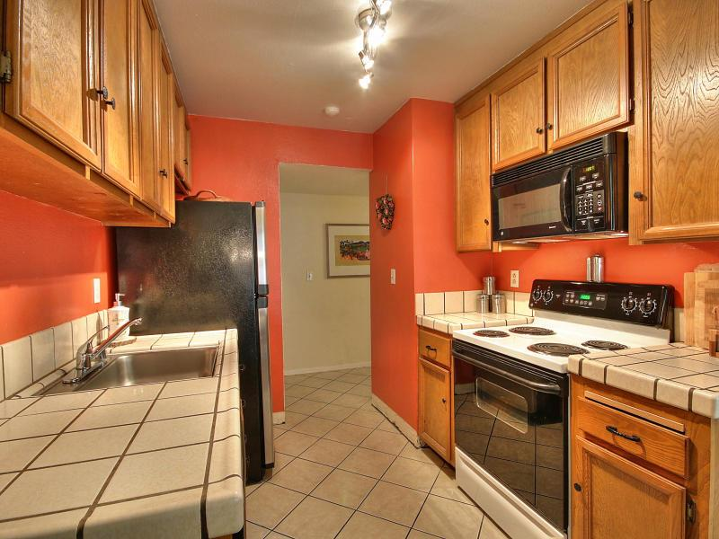 Newark Ca 94560 Desirable Newpark Village First Floor End Corner Condo Featuring 2 Bedrooms And 1 Bathroom Is Ready For You