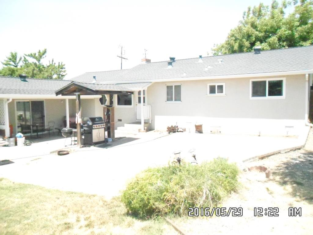 1261 Hilltop RD, Hollister, CA 95023 $409,900 www.rigob.com MLS#81587935