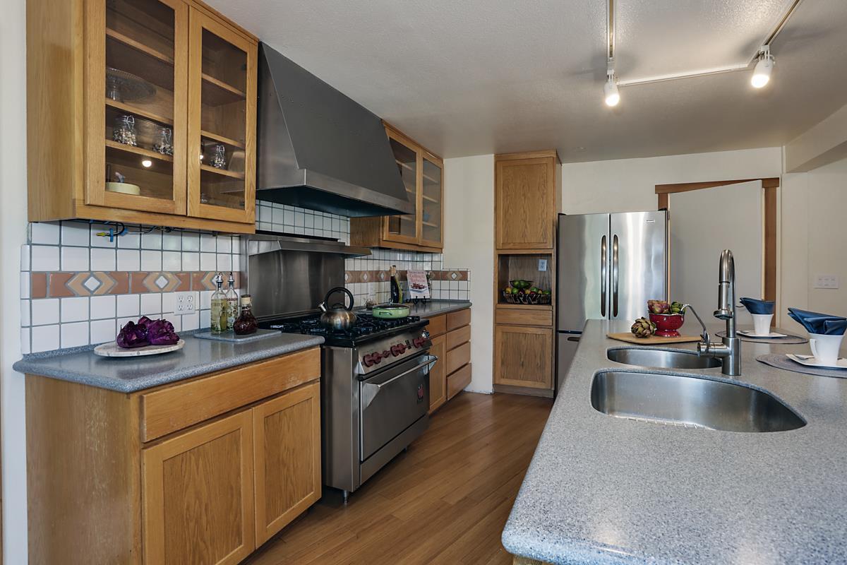 1305 High ST, Santa Cruz, CA 95060 $1,099,000 Www.montalvoestates.com  MLS#81593504