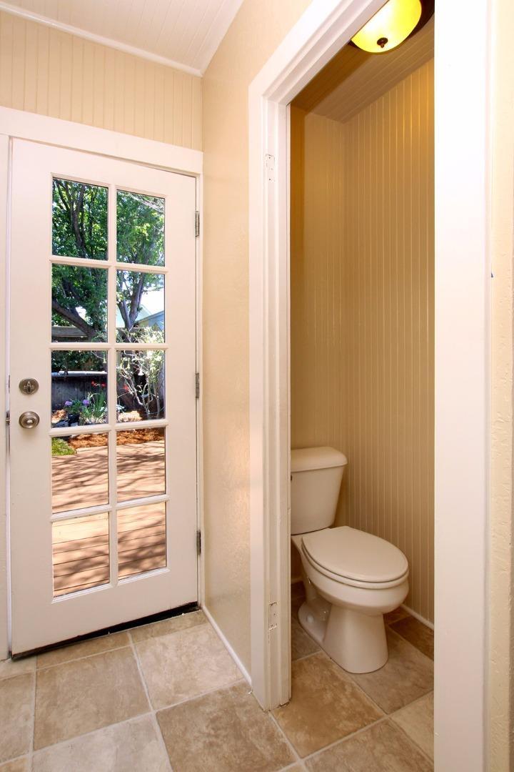 Santa Cruz CA Single Family Home with 2 bedrooms and 1 bathrooms
