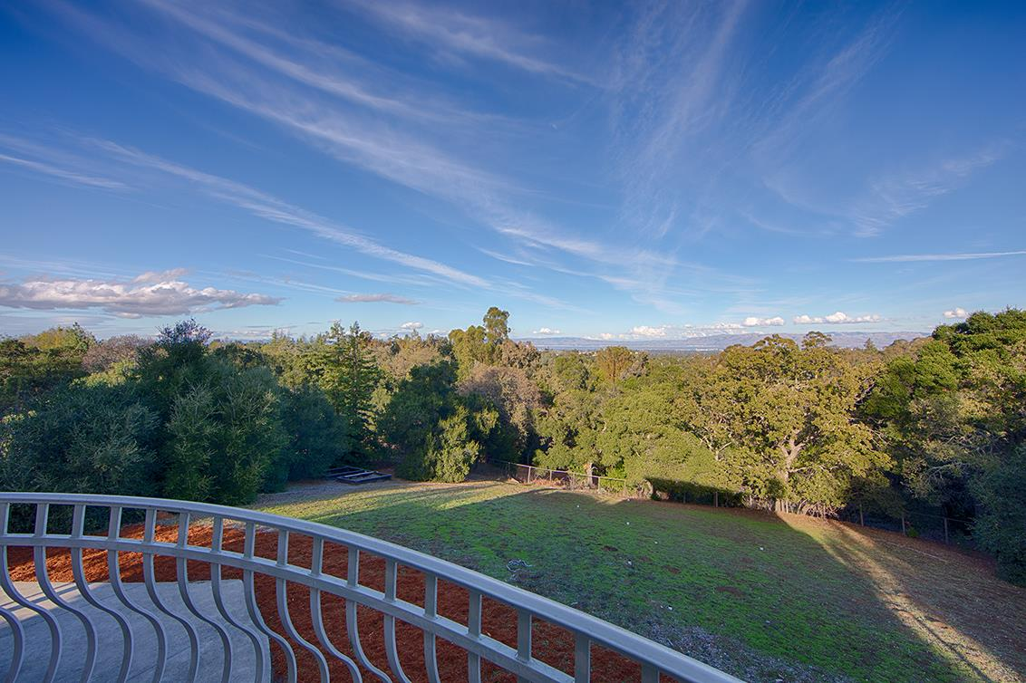 26856 Almaden Court, Los Altos Hills, CA 94022 $4,750,000 www.fnrepm.com  MLS#81630635