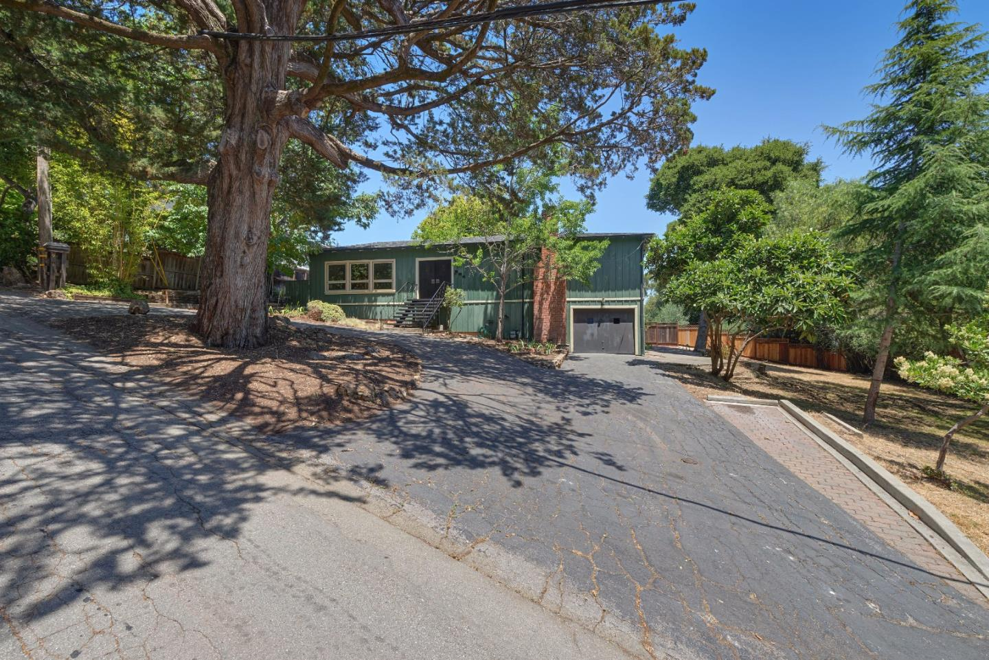 Detail Gallery Image 1 of 1 For 901 Holly Rd, Belmont, CA, 94002 - 3 Beds   3 Baths