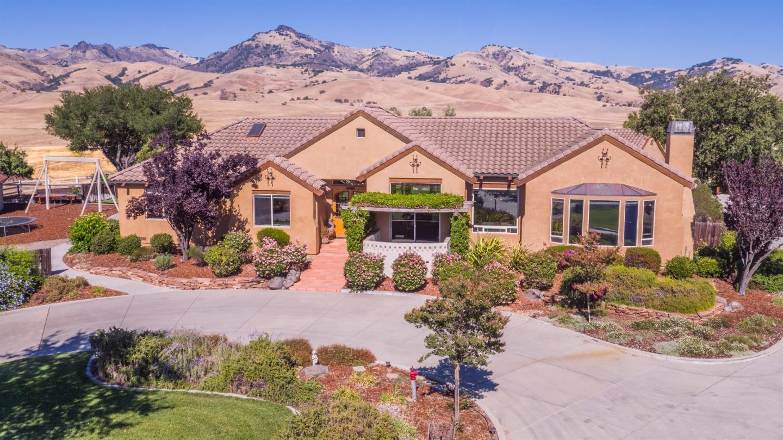 獨棟家庭住宅 為 出售 在 2200 Santa Ana Valley Road 2200 Santa Ana Valley Road Hollister, 加利福尼亞州 95023 美國