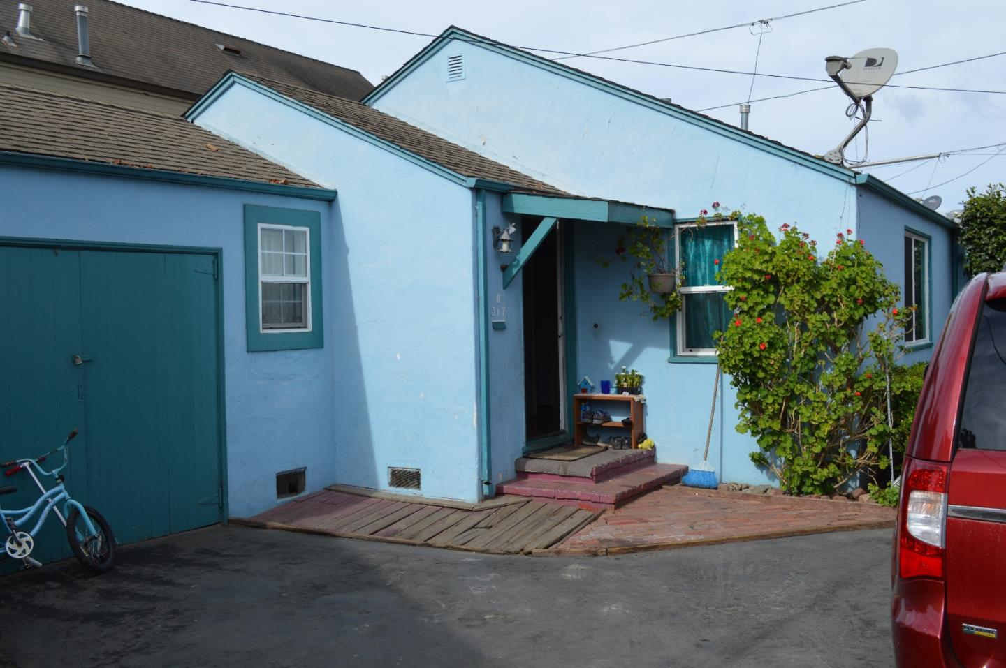 Detail Gallery Image 1 of 1 For 317 Palm Ave #B,  Watsonville,  CA 95076 - 2 Beds   1 Baths