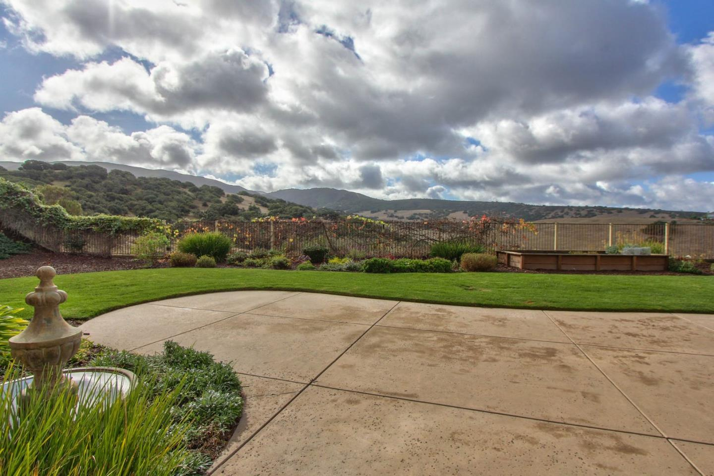 27235 Cortina Way, Salinas, CA 93908 $865,000 www.churches4sale.com ...