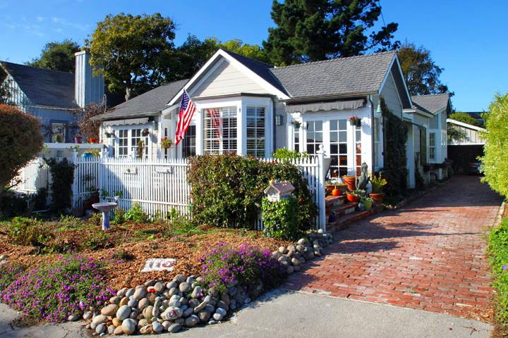 Detail Gallery Image 1 of 34 For 110 Grand Ave, Capitola, CA, 95010 - 3 Beds | 2 Baths