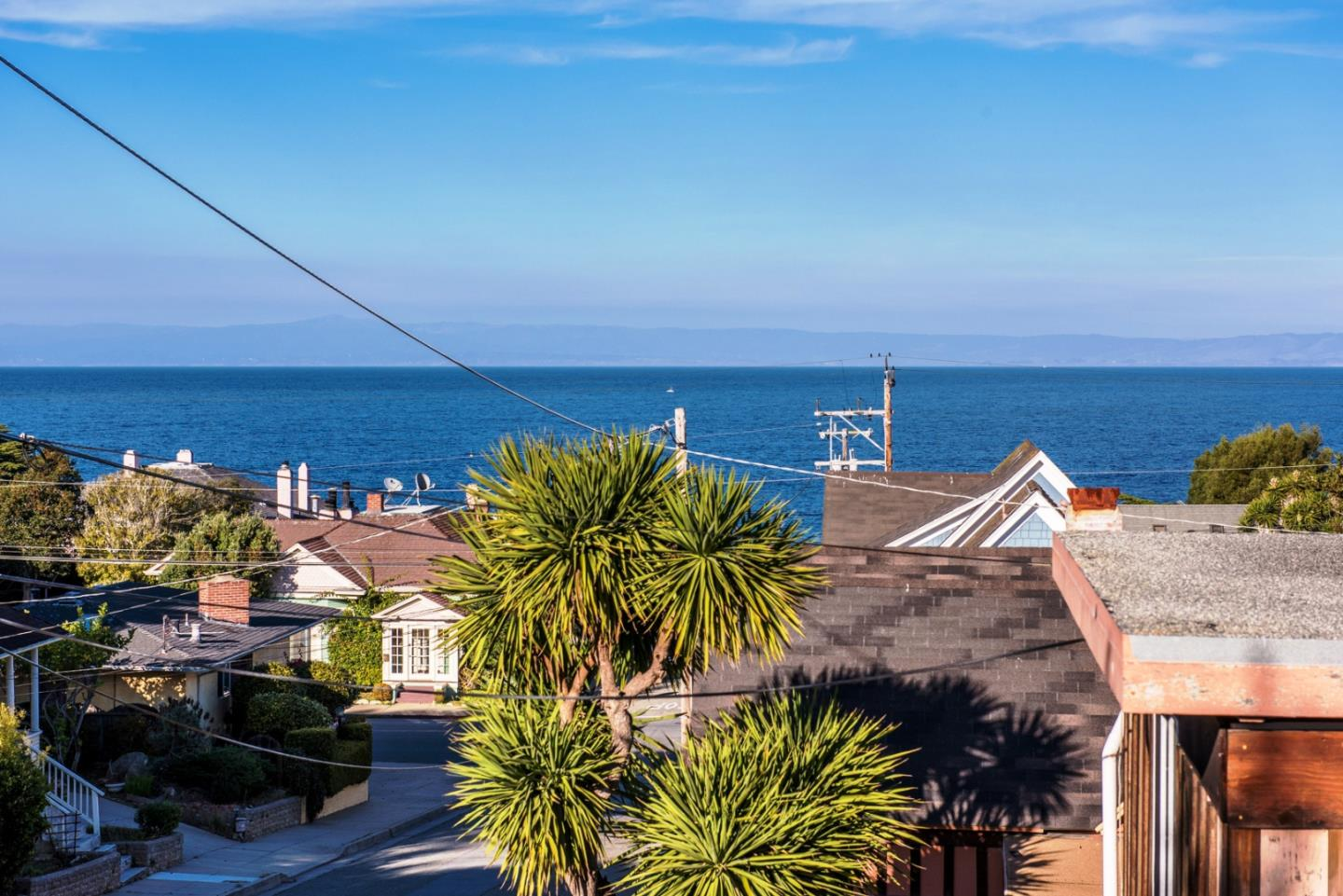 Detail Gallery Image 1 of 12 For 226 Lighthouse Ave B, Pacific Grove, CA, 93950 - 1 Beds | 1 Baths