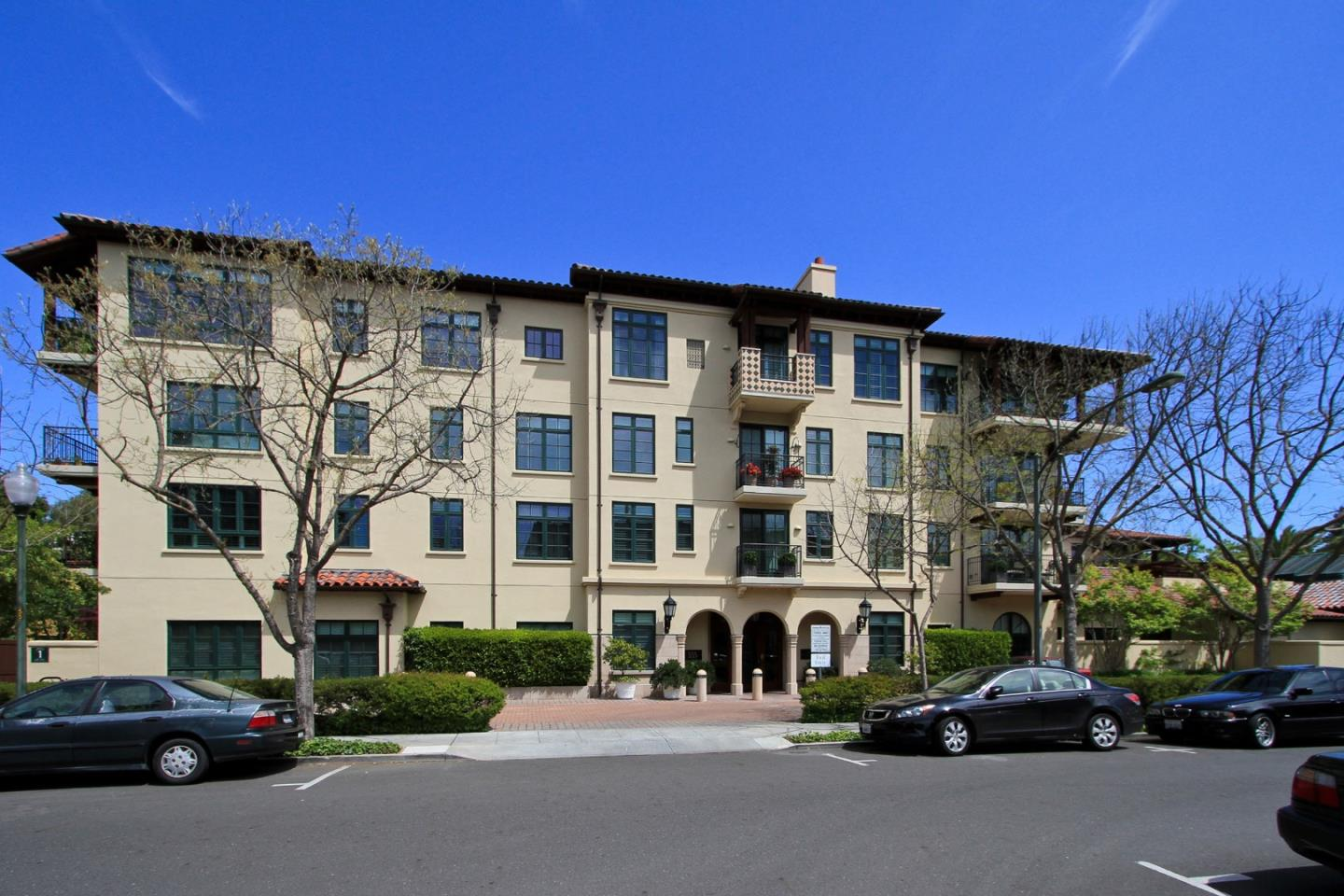 Detail Gallery Image 1 of 1 For 555 Byron St #207, Palo Alto, CA, 94301 - 2 Beds | 2 Baths