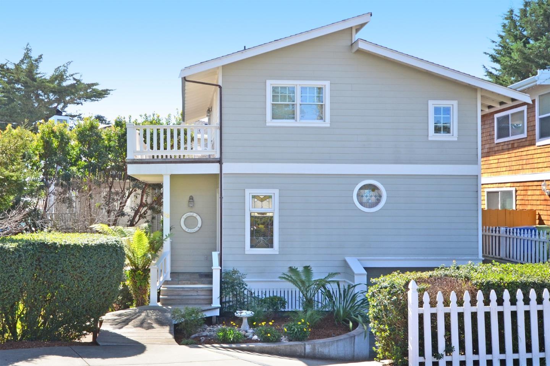 16 Mesa WAY, La Selva Beach, CA 95076 $850,000 www.deedeevargas.com ...