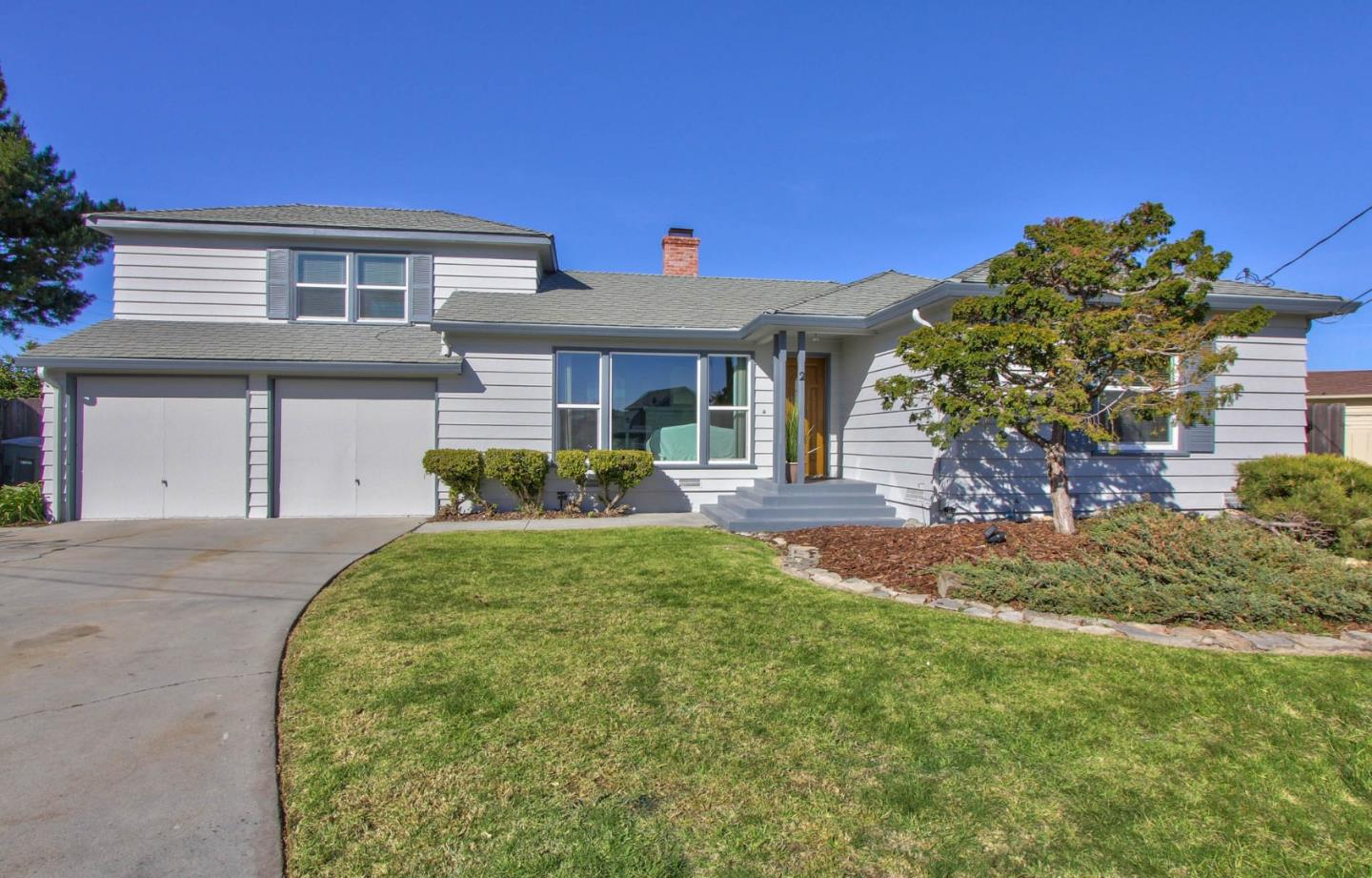 Detail Gallery Image 1 of 1 For 2 Cedros Ave, Salinas,  CA 93901 - 3 Beds | 2 Baths