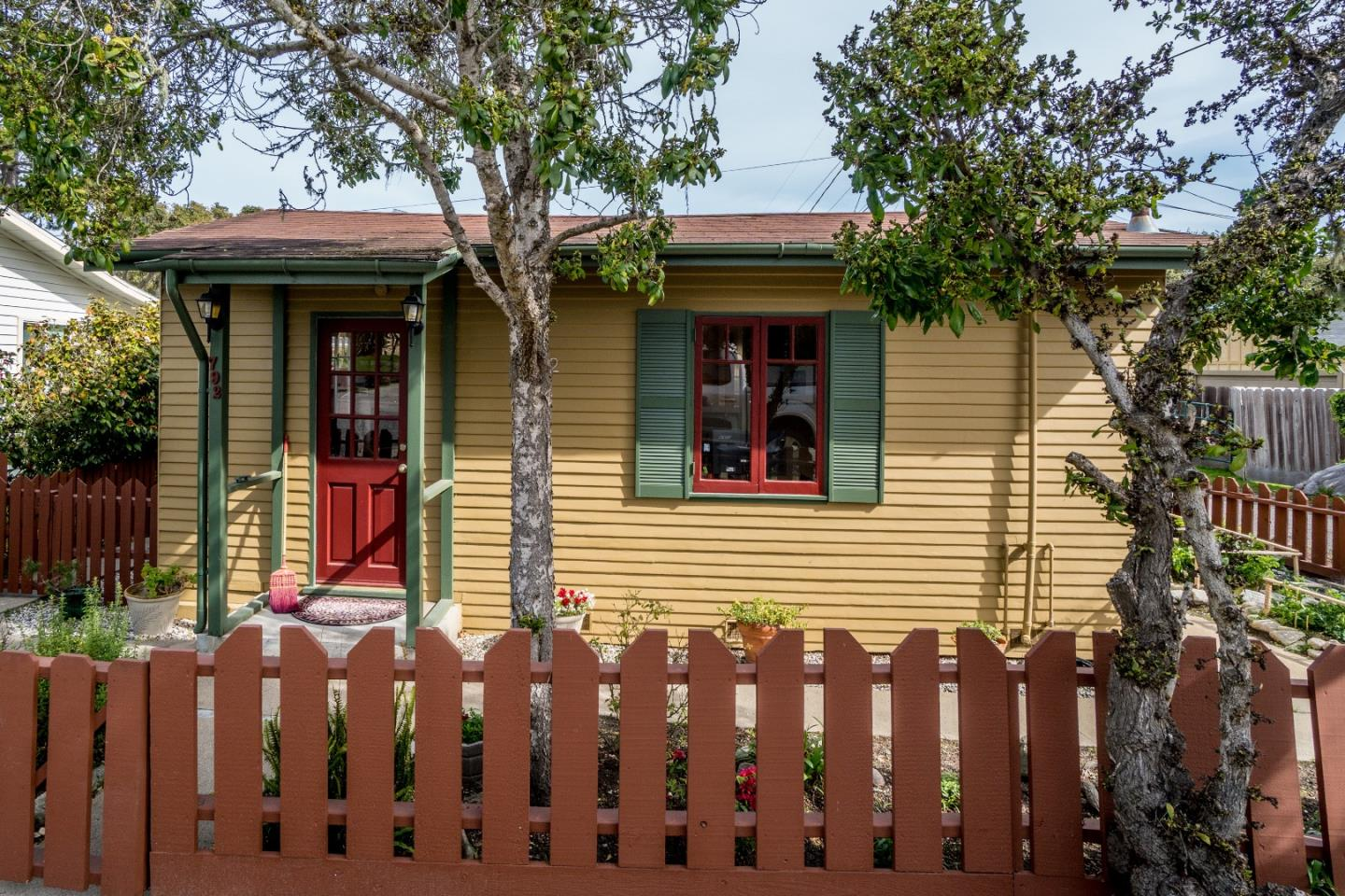 792 Sinex Ave, Pacific Grove, CA 93950 - 1 Beds | 1 Baths (Sold ...