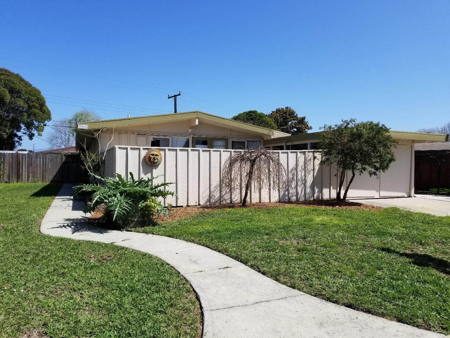 Detail Gallery Image 1 of 1 For 1066 Polk St, Salinas,  CA 93906 - 3 Beds | 2 Baths
