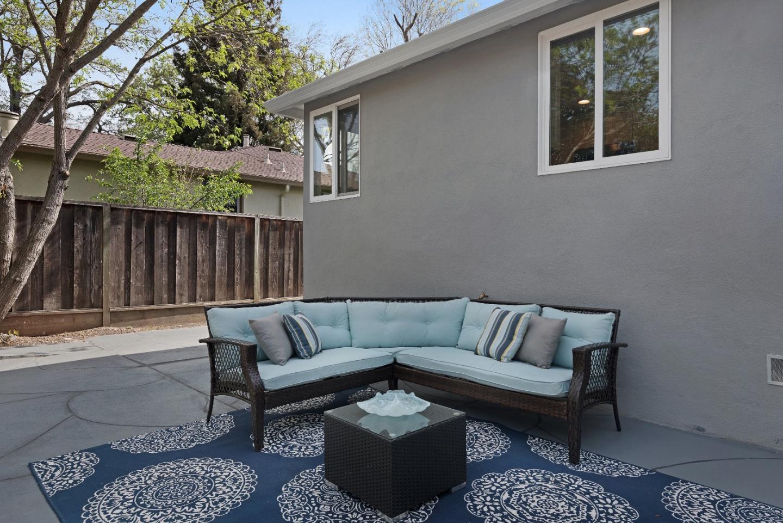 945 6th Avenue, Redwood City, CA 94063