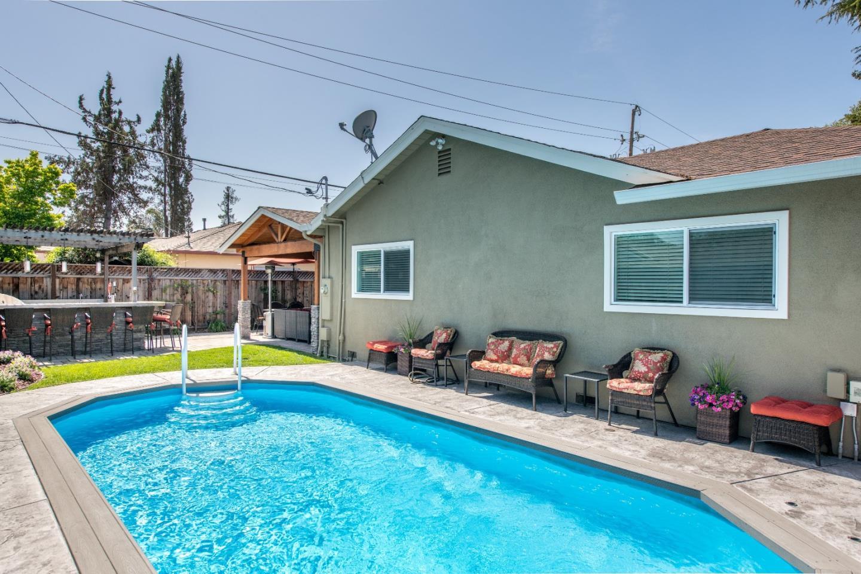 800 Mulberry Lane, Sunnyvale, CA 94087 $2,288,888 www.thejenkinsteam ...