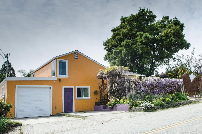 واحد منزل الأسرة للـ Sale في 317 Carey Avenue 317 Carey Avenue Freedom, California 95019 United States