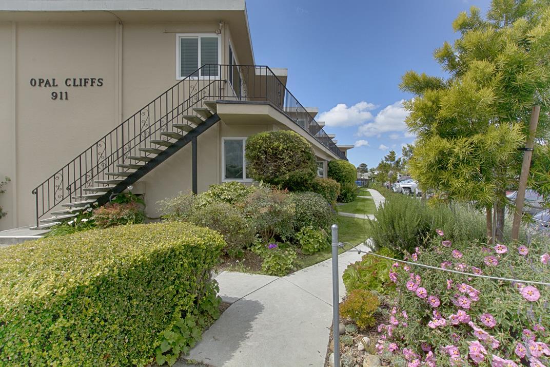 911 38th Avenue Unit 6 Santa Cruz, CA 95062 - MLS #: ML81700754
