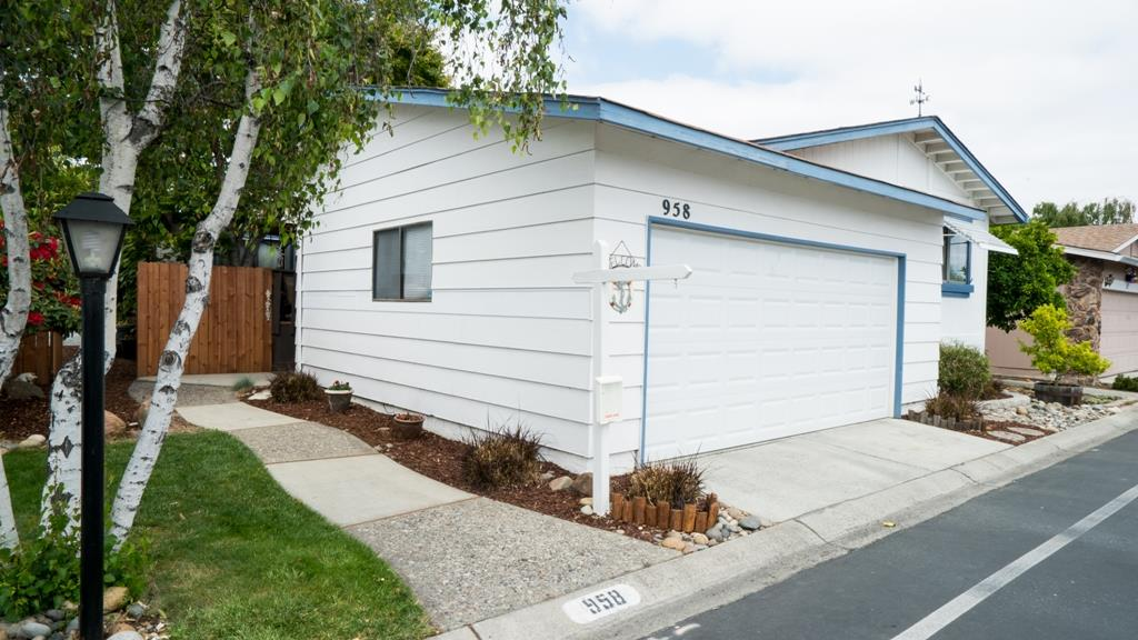 Detail Gallery Image 1 of 1 For 1225 Vienna Dr #958, Sunnyvale, CA 94089 - 3 Beds | 2 Baths