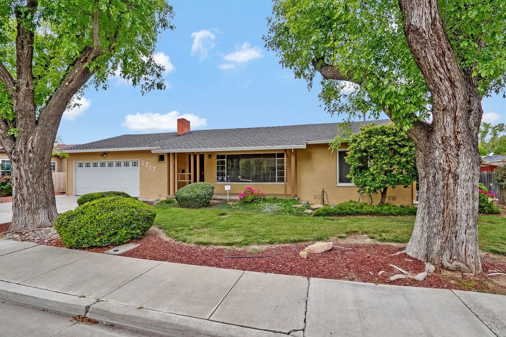 1717 South 6th Street, Los Banos, CA 93635