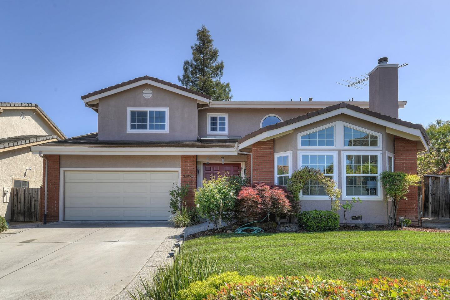 Detail Gallery Image 1 of 1 For 21090 Rainbow Pl, Cupertino,  CA 95014 - 5 Beds   4 Baths