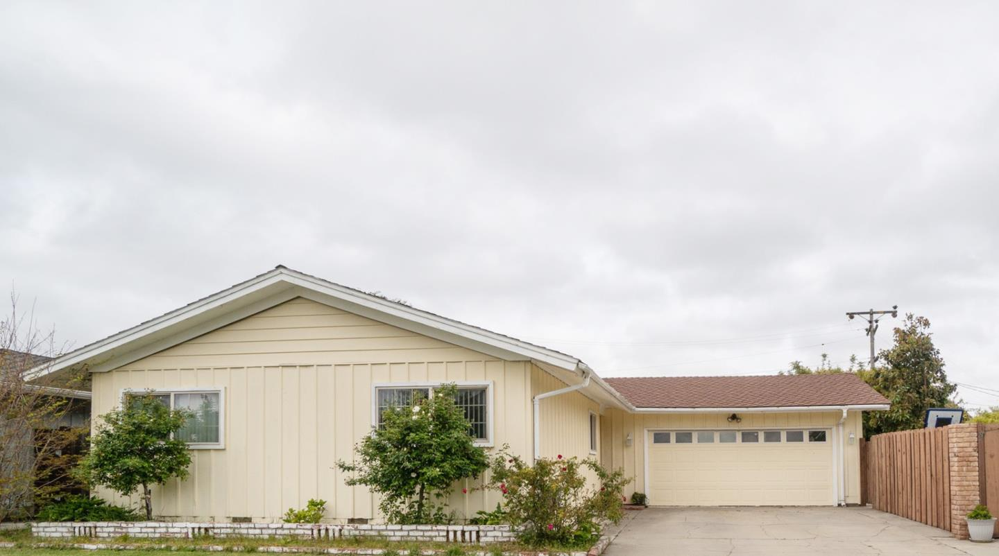 Detail Gallery Image 1 of 1 For 1334 Riker St, Salinas,  CA 93901 - 3 Beds | 2 Baths