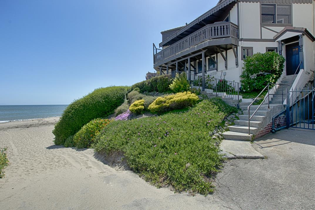 Detail Gallery Image 1 of 25 For 4950 Cliff Dr, Capitola, CA 95010 - 4 Beds | 4 Baths