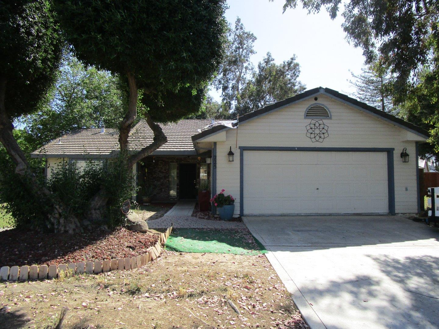 Detail Gallery Image 1 of 1 For 225 Chestnut St, Los Banos, CA, 93635 - 3 Beds   2 Baths