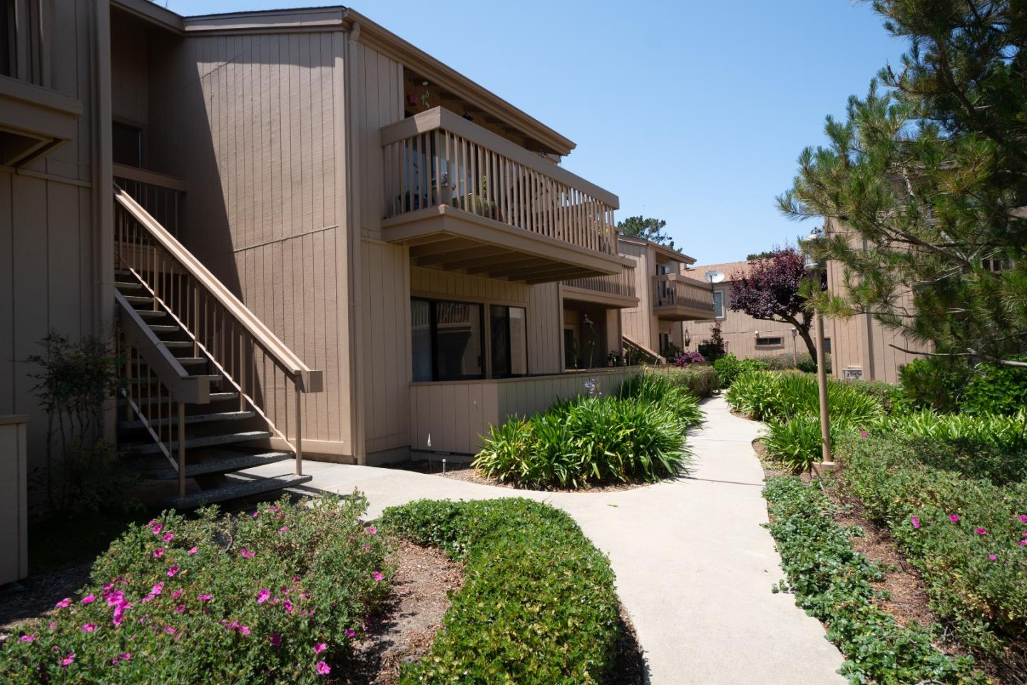 Detail Gallery Image 1 of 1 For 300 Glenwood Cir #171,  Monterey,  CA 93940 - 1 Beds | 1 Baths