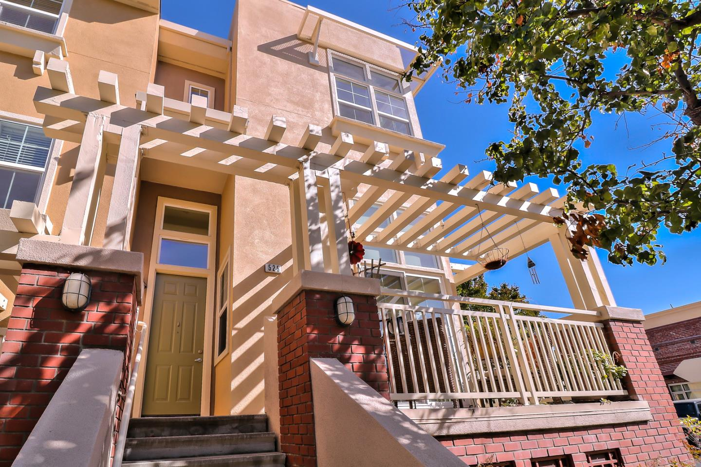 Detail Gallery Image 1 of 1 For 525 N 9th St, San Jose,  CA 95112 - 2 Beds | 2/1 Baths