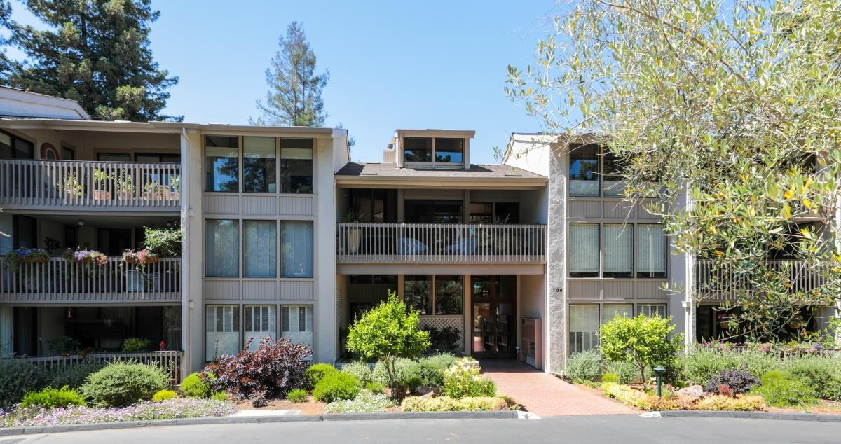 Detail Gallery Image 1 of 1 For 300 Sand Hill Cir #302, Menlo Park, CA, 94025 - 3 Beds | 2 Baths