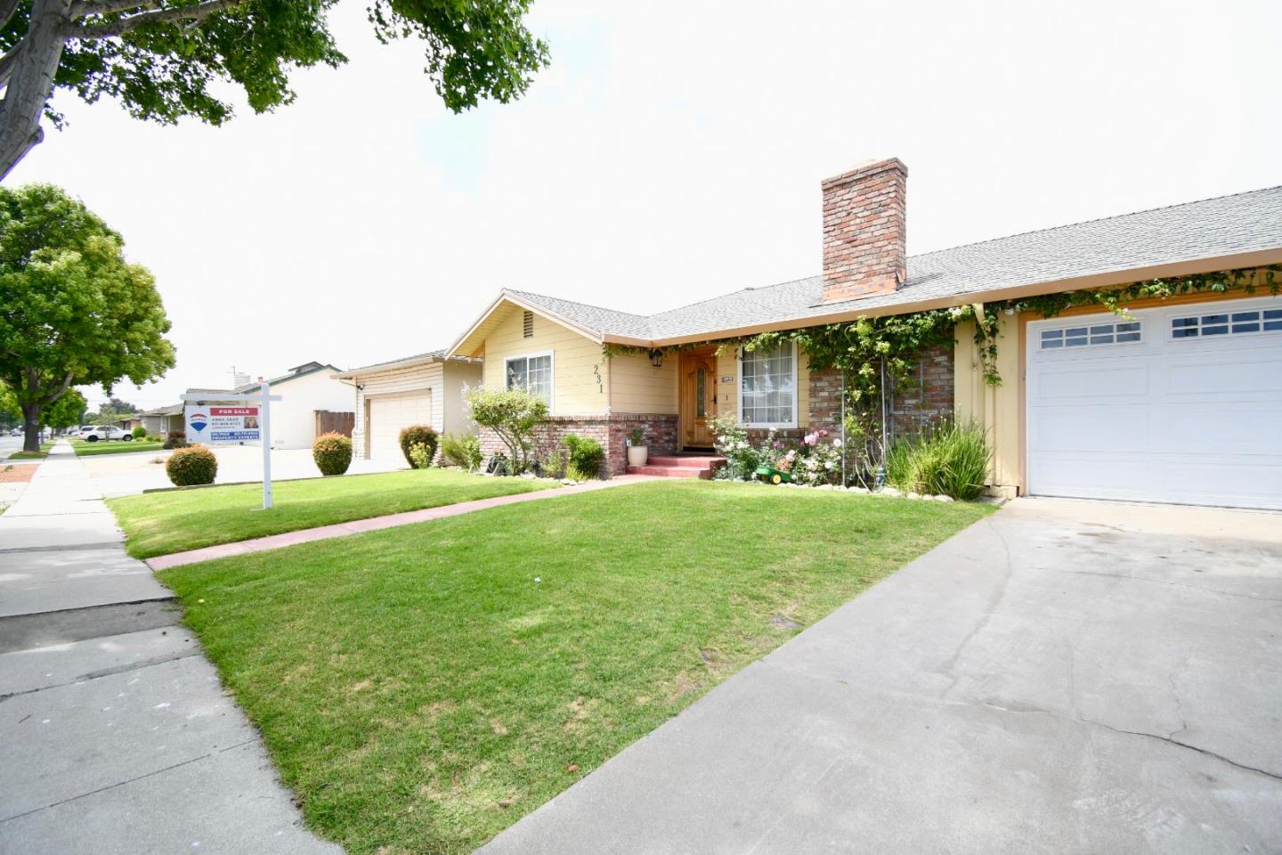 Detail Gallery Image 1 of 1 For 231 La Mesa Dr, Salinas,  CA 93901 - 3 Beds | 2 Baths