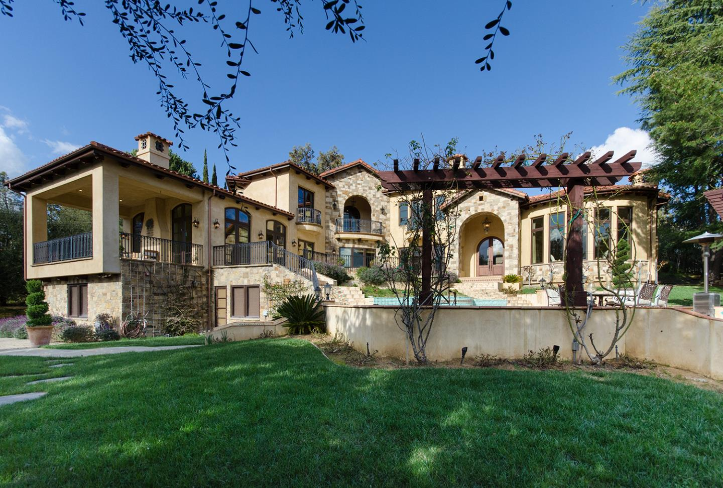 Detail Gallery Image 1 of 10 For 24621 Summerhill Ave, Los Altos, CA 94024 - 4 Beds   5/2 Baths