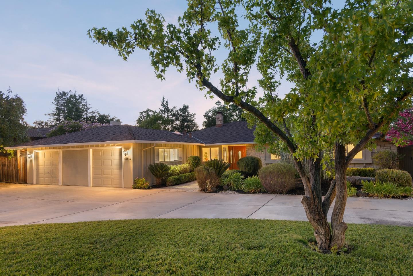 Detail Gallery Image 1 of 1 For 20835 Russell Ln, Saratoga,  CA 95070 - 5 Beds | 2/1 Baths