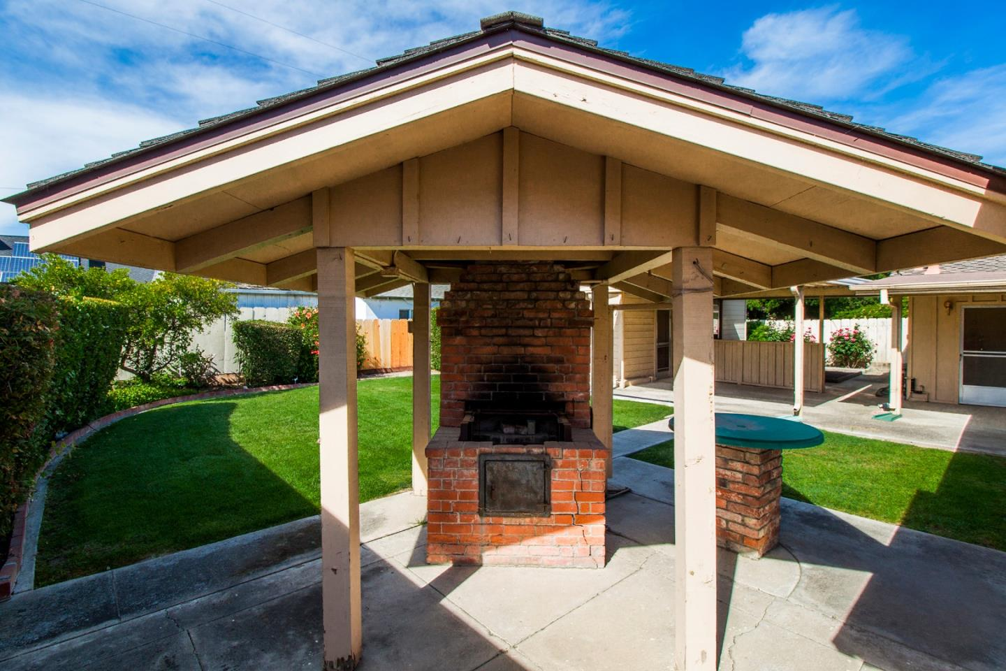 646 Madison Avenue, Los Banos, CA 93635   Better Homes and Gardens ...