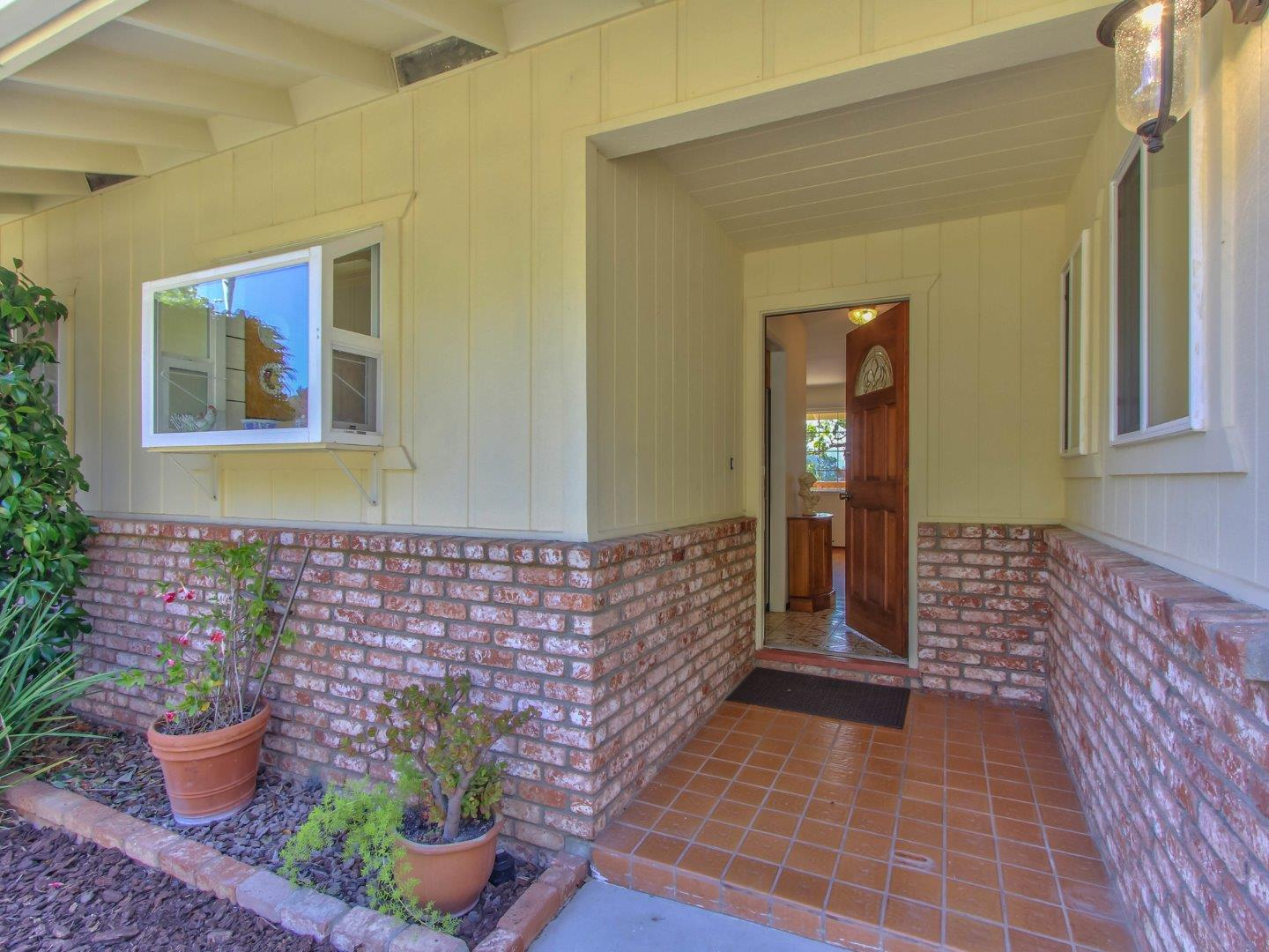 Detail Gallery Image 1 of 1 For 17052 Arriba Way, Salinas,  CA 93907 - 3 Beds   2 Baths