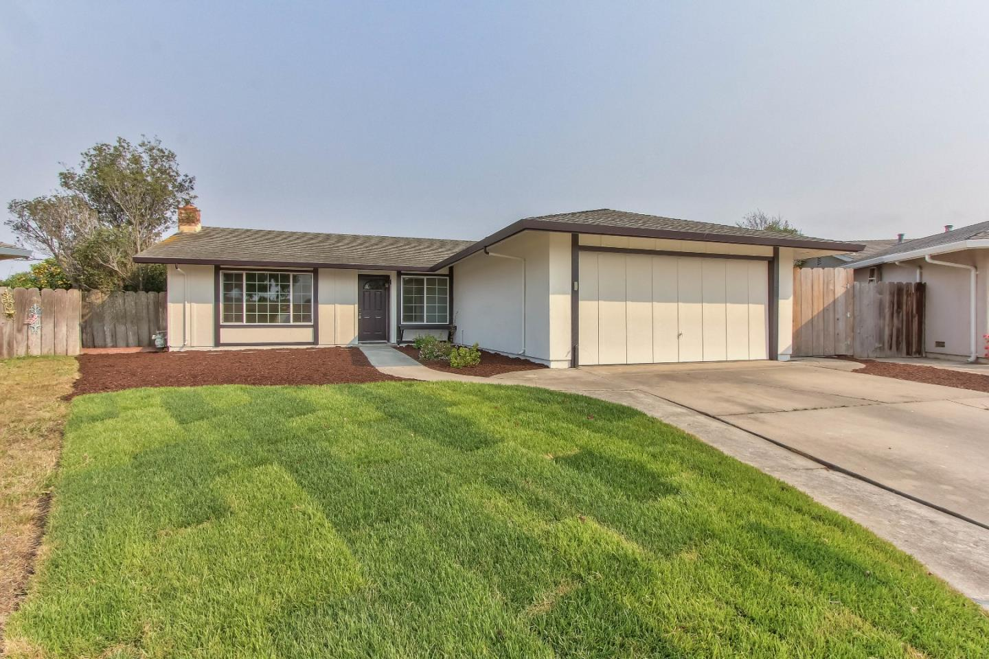 Detail Gallery Image 1 of 1 For 722 Sloat Cir, Salinas,  CA 93907 - 3 Beds | 2 Baths