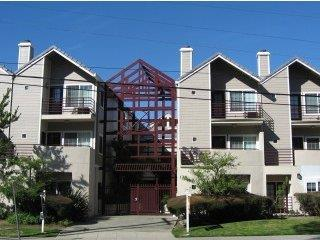 Detail Gallery Image 1 of 1 For 128 El Camino Real #204, San Mateo, CA 94401 - 2 Beds | 2/1 Baths
