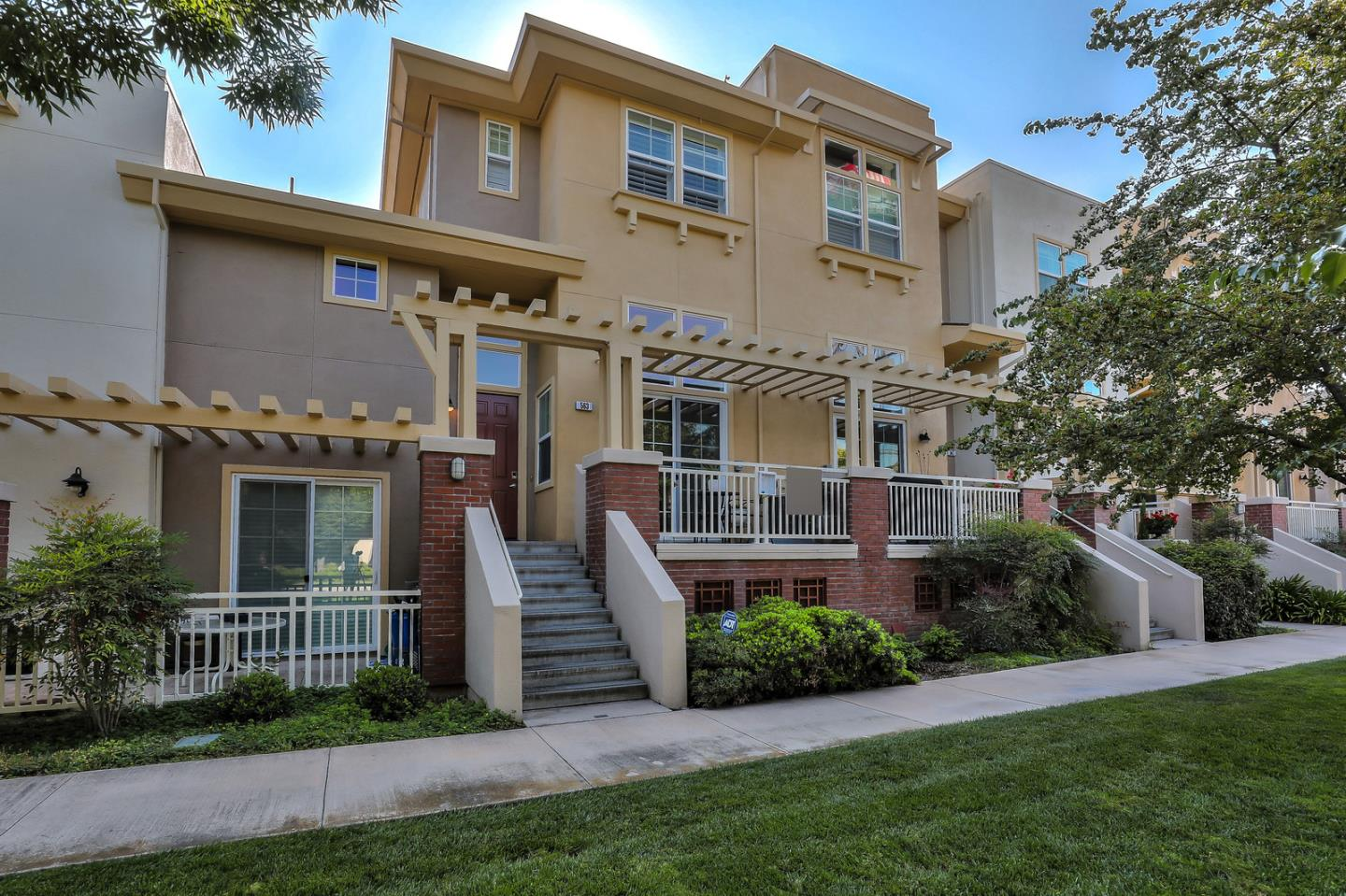 Detail Gallery Image 1 of 1 For 563 Mariani Ln, San Jose,  CA 95112 - 2 Beds | 2/1 Baths