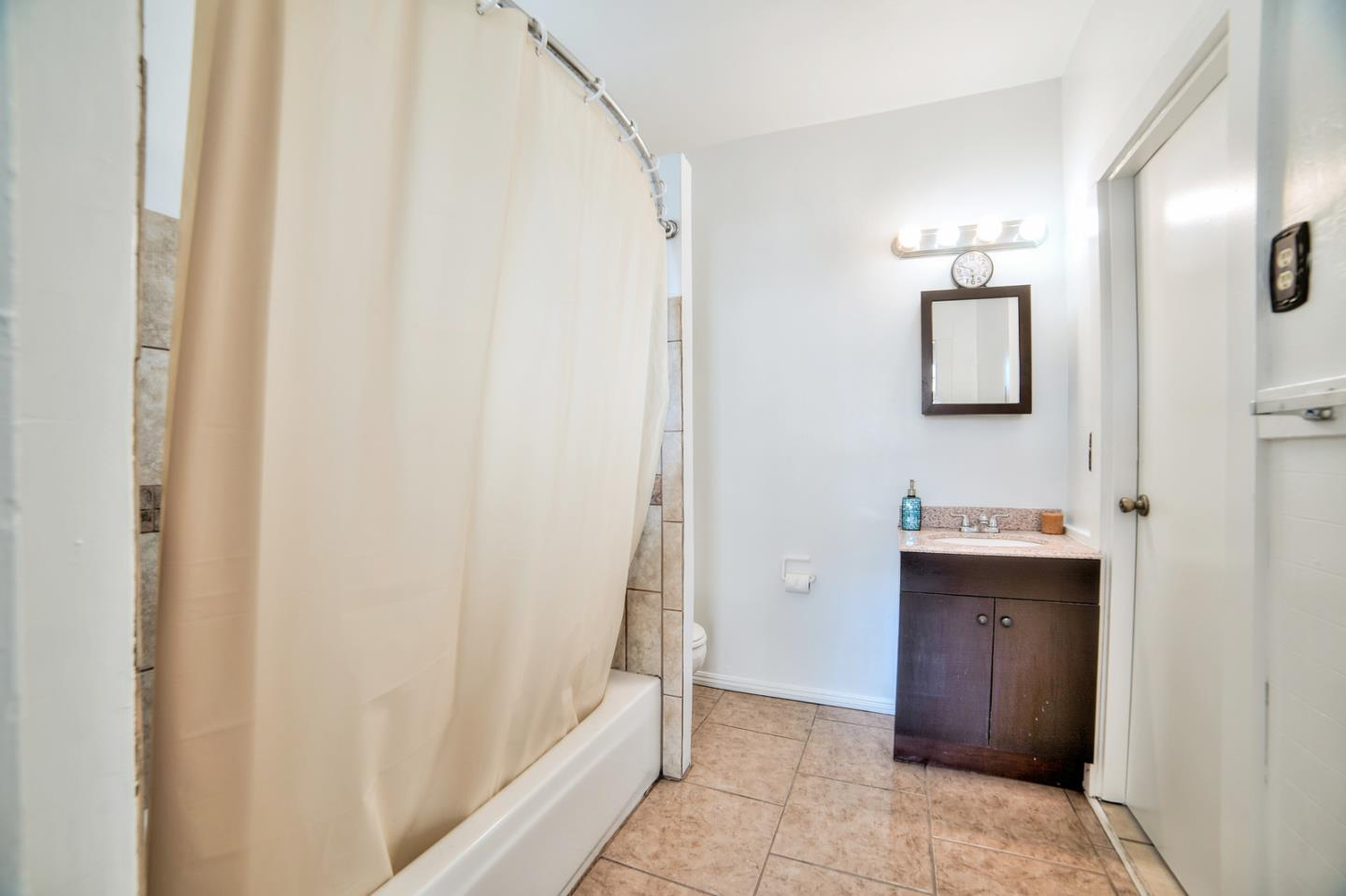 Charming And Cozy 2 Bedroom, 1 Bathroom Detached Single Family Home Located  In South San Francisco. Includes An Attached Bonus Room Perfect As An  Office Or ...