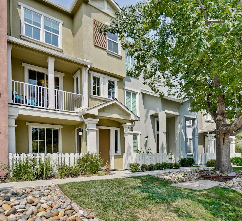 Detail Gallery Image 1 of 1 For 192 Darya Ct, Mountain View,  CA 94043 - 3 Beds   3/1 Baths