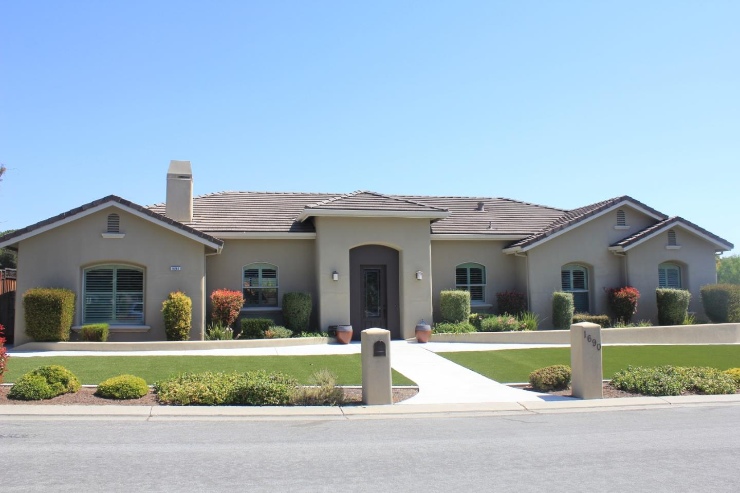 Detail Gallery Image 1 of 1 For 1690 Sonnys Way, Hollister, CA, 95023 - 4 Beds   3 Baths