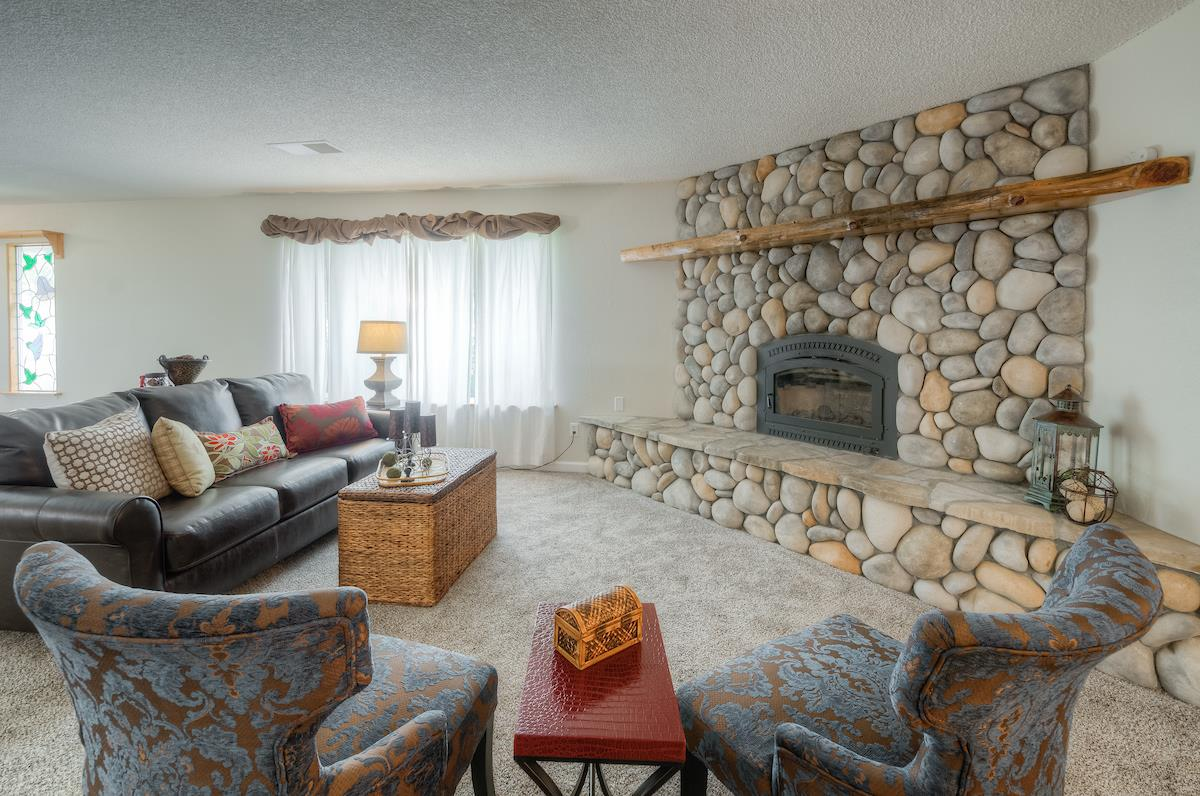 Detail Gallery Image 1 of 1 For 19105 Ridge Rd, Red Bluff,  CA 96080 - 5 Beds   3 Baths