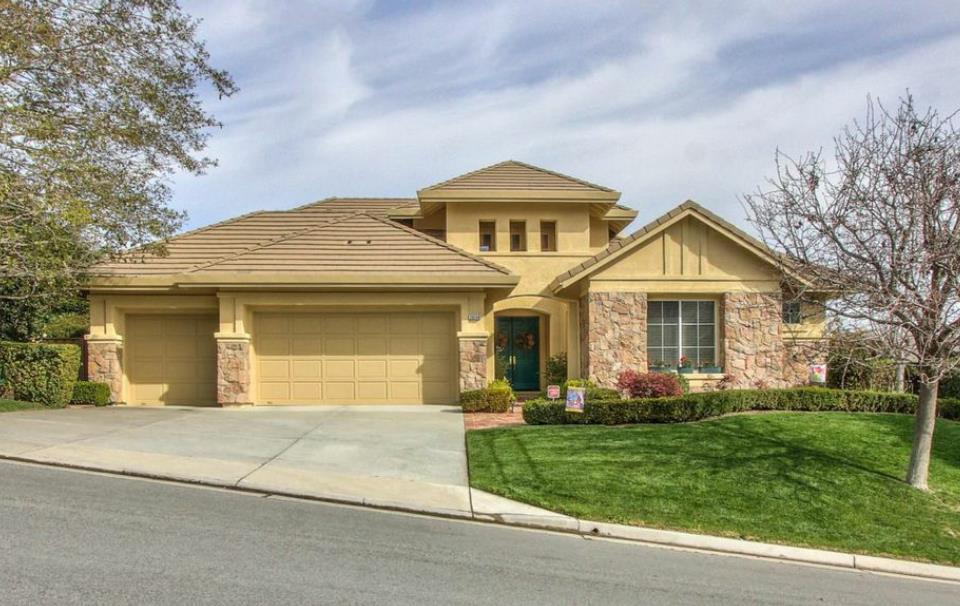 Detail Gallery Image 1 of 1 For 26140 Legends Ct, Salinas,  CA 93908 - 4 Beds   2/1 Baths