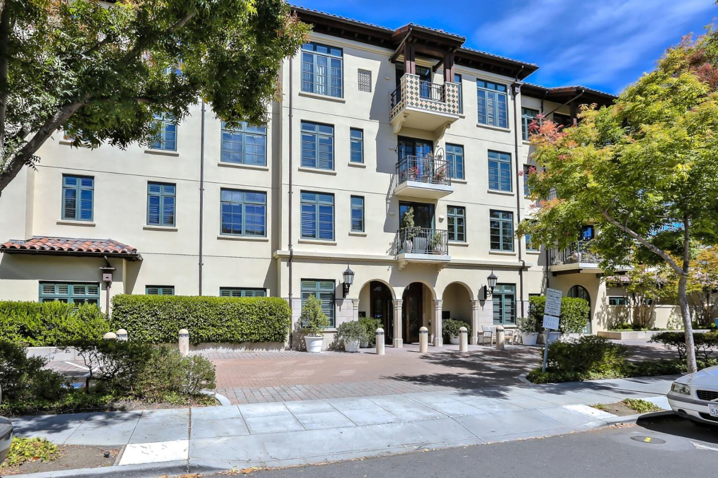 Detail Gallery Image 1 of 1 For 555 Byron St #401, Palo Alto, CA 94301 - 2 Beds | 2/1 Baths
