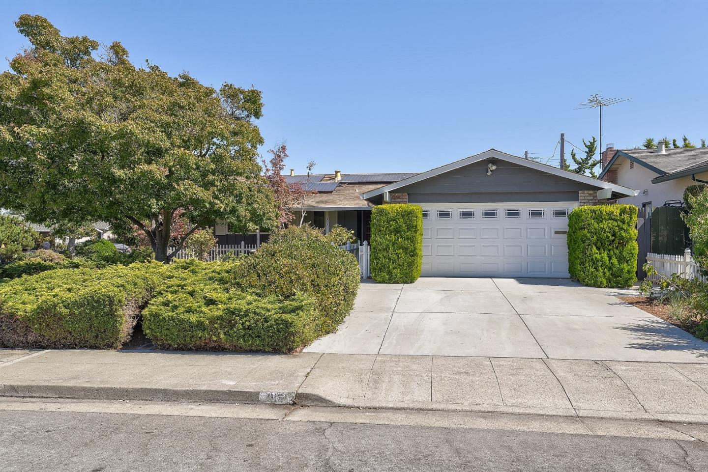 Detail Gallery Image 1 of 1 For 916 Poplar Ave, Sunnyvale,  CA 94086 - 3 Beds | 2 Baths