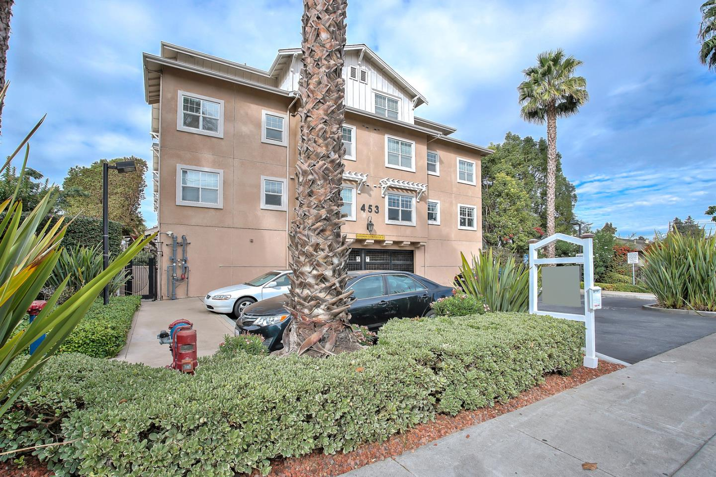 Detail Gallery Image 1 of 1 For 453 E Okeefe St #101,  East Palo Alto,  CA 94303 - 2 Beds | 2 Baths