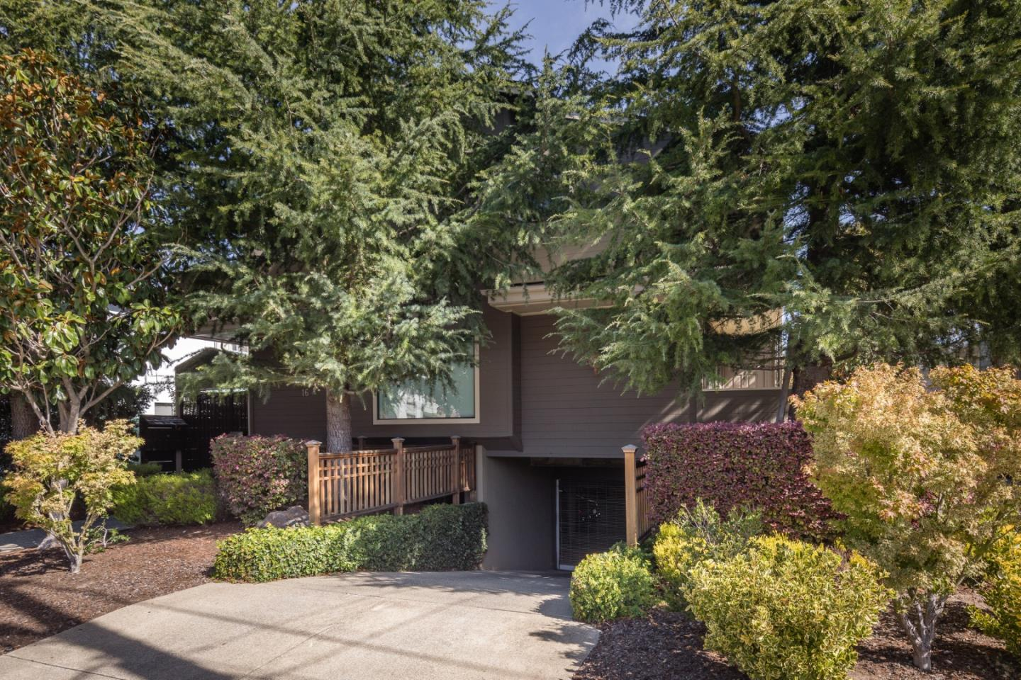 Detail Gallery Image 1 of 1 For 16 Lorton Ave #2, Burlingame, CA, 94010 - 2 Beds | 2/1 Baths