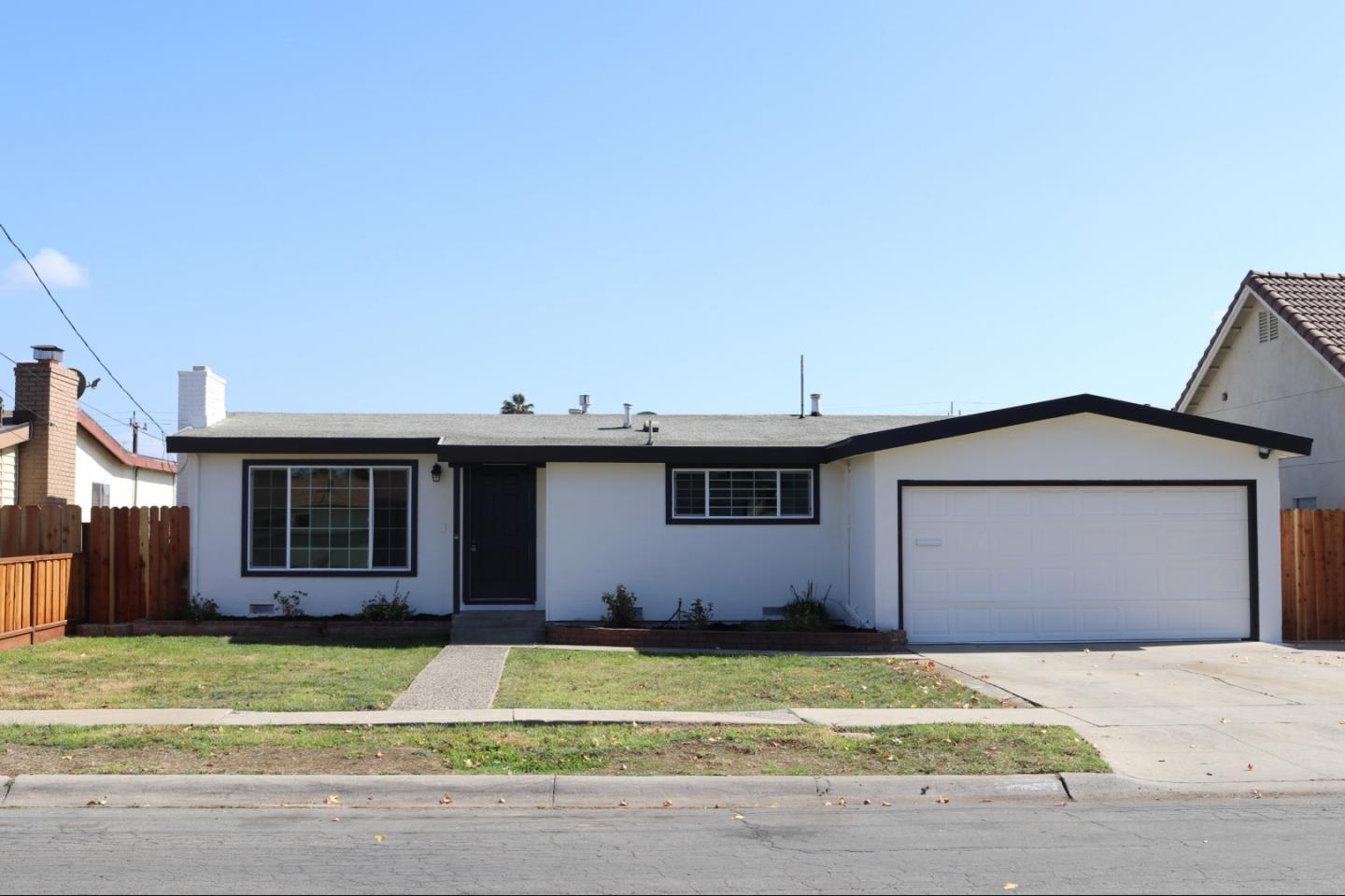 Detail Gallery Image 1 of 1 For 1255 Summit Dr, Salinas,  CA 93905 - 3 Beds | 1 Baths