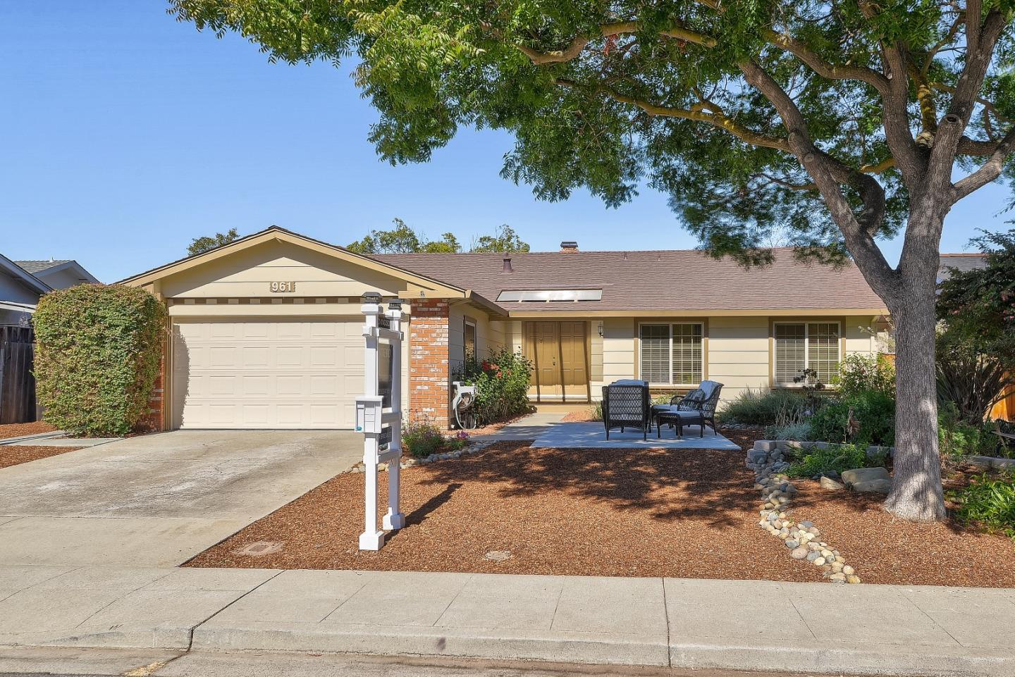 Detail Gallery Image 1 of 1 For 961 Bluebonnet Dr, Sunnyvale,  CA 94086 - 4 Beds   2 Baths