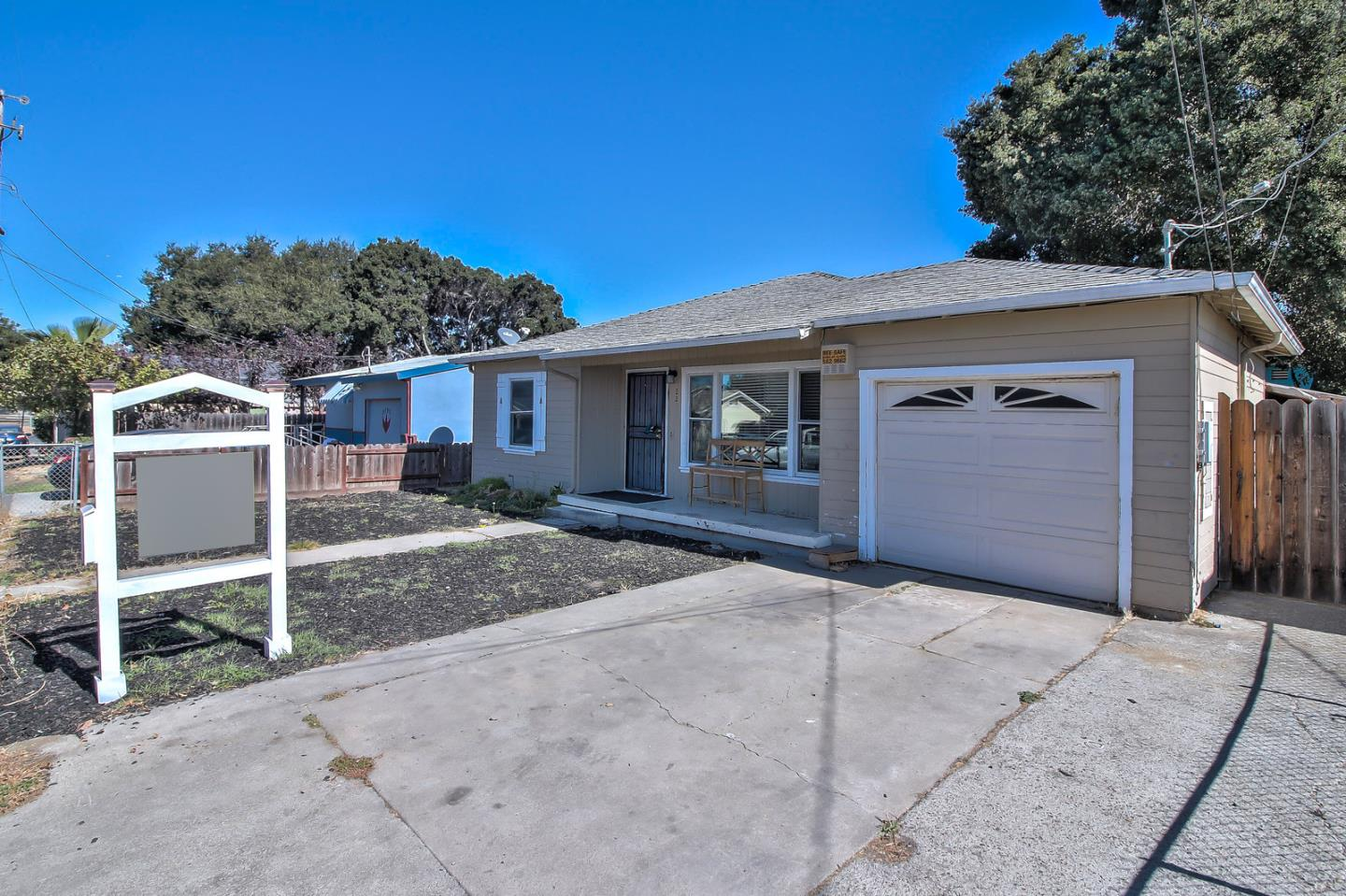 Detail Gallery Image 1 of 1 For 2288 Addison Ave, East Palo Alto,  CA 94303 - 2 Beds   1 Baths